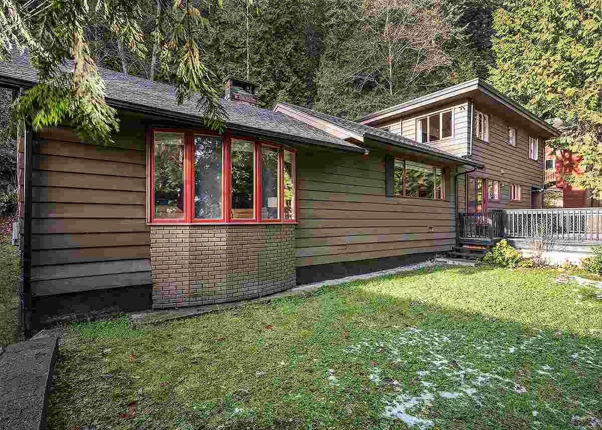 Main Photo: 4665 MOUNTAIN Highway in North Vancouver: Lynn Valley House for sale : MLS®# R2023616