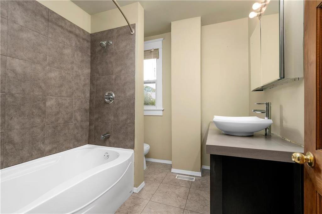 Photo 19: Photos: 778 Warsaw Avenue in Winnipeg: Residential for sale (1B)  : MLS®# 202115955
