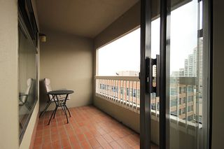 """Photo 6: 903 615 BELMONT Street in New Westminster: Uptown NW Condo for sale in """"BELMONT TOWERS"""" : MLS®# R2152611"""