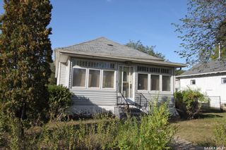 Photo 1: 134 109th Street West in Saskatoon: Sutherland Residential for sale : MLS®# SK844291