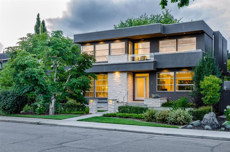 FEATURED LISTING: 2812 6 Avenue Northwest Calgary