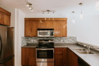"""Photo 10: 101 414 GOWER POINT Road in Gibsons: Gibsons & Area Condo for sale in """"THE LANDING"""" (Sunshine Coast)  : MLS®# R2608938"""
