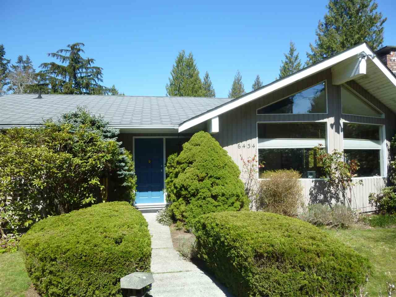 Main Photo:  in Sechelt: Sechelt District House for sale (Sunshine Coast)  : MLS®# R2567350