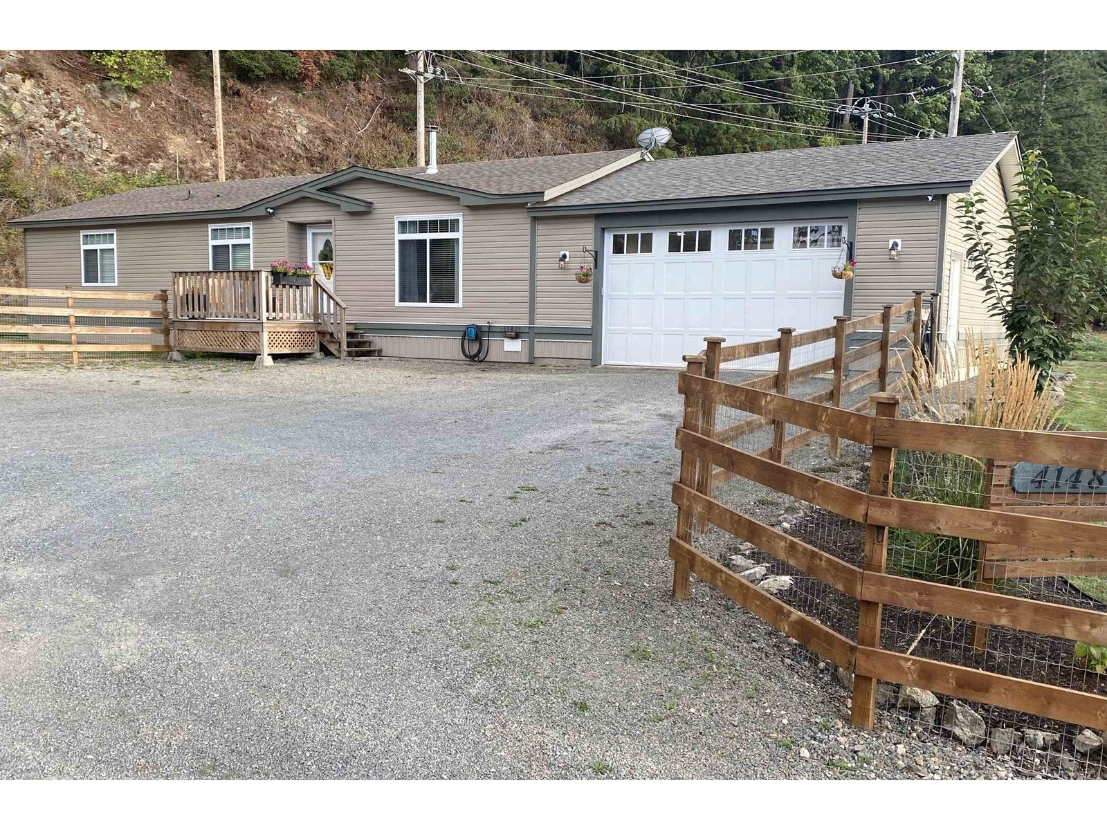 Main Photo: 41480 NO. 5 ROAD in ABBOTSFORD: House for sale : MLS®# R2616648