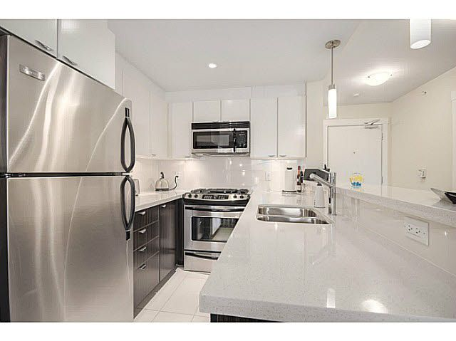 """Main Photo: 606 160 W 3RD Street in North Vancouver: Lower Lonsdale Condo for sale in """"ENVY"""" : MLS®# V1124166"""