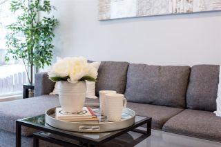 Photo 4: 2411 80 Street in Edmonton: Zone 29 House for sale : MLS®# E4229031