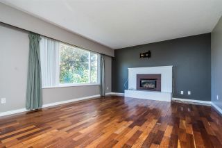 "Photo 2: 10015 FAIRBANKS Crescent in Chilliwack: Fairfield Island House for sale in ""FAIRFIELD ISLAND"" : MLS®# R2496974"