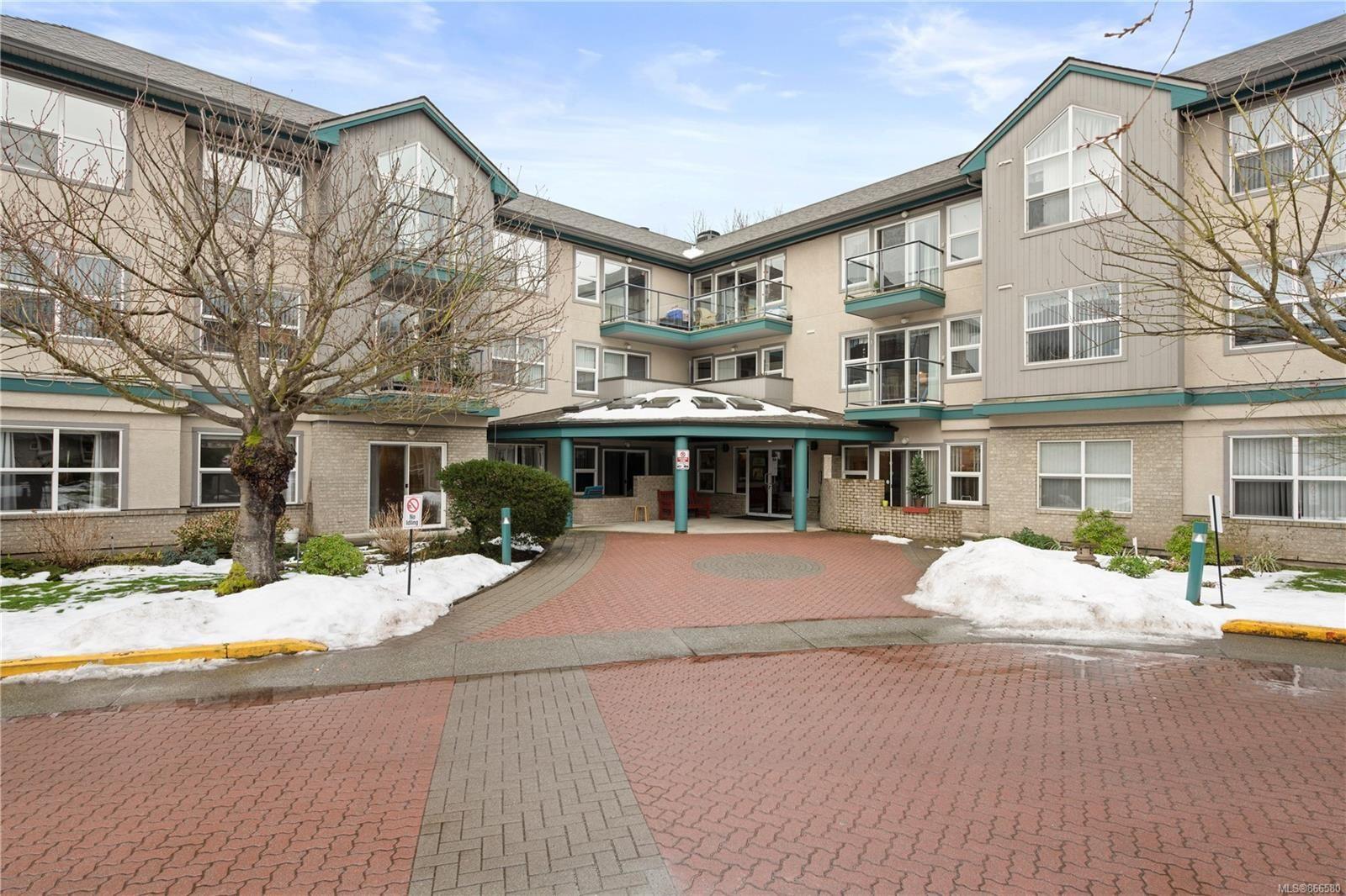 Main Photo: 102 1485 Garnet Rd in : SE Cedar Hill Condo for sale (Saanich East)  : MLS®# 866580