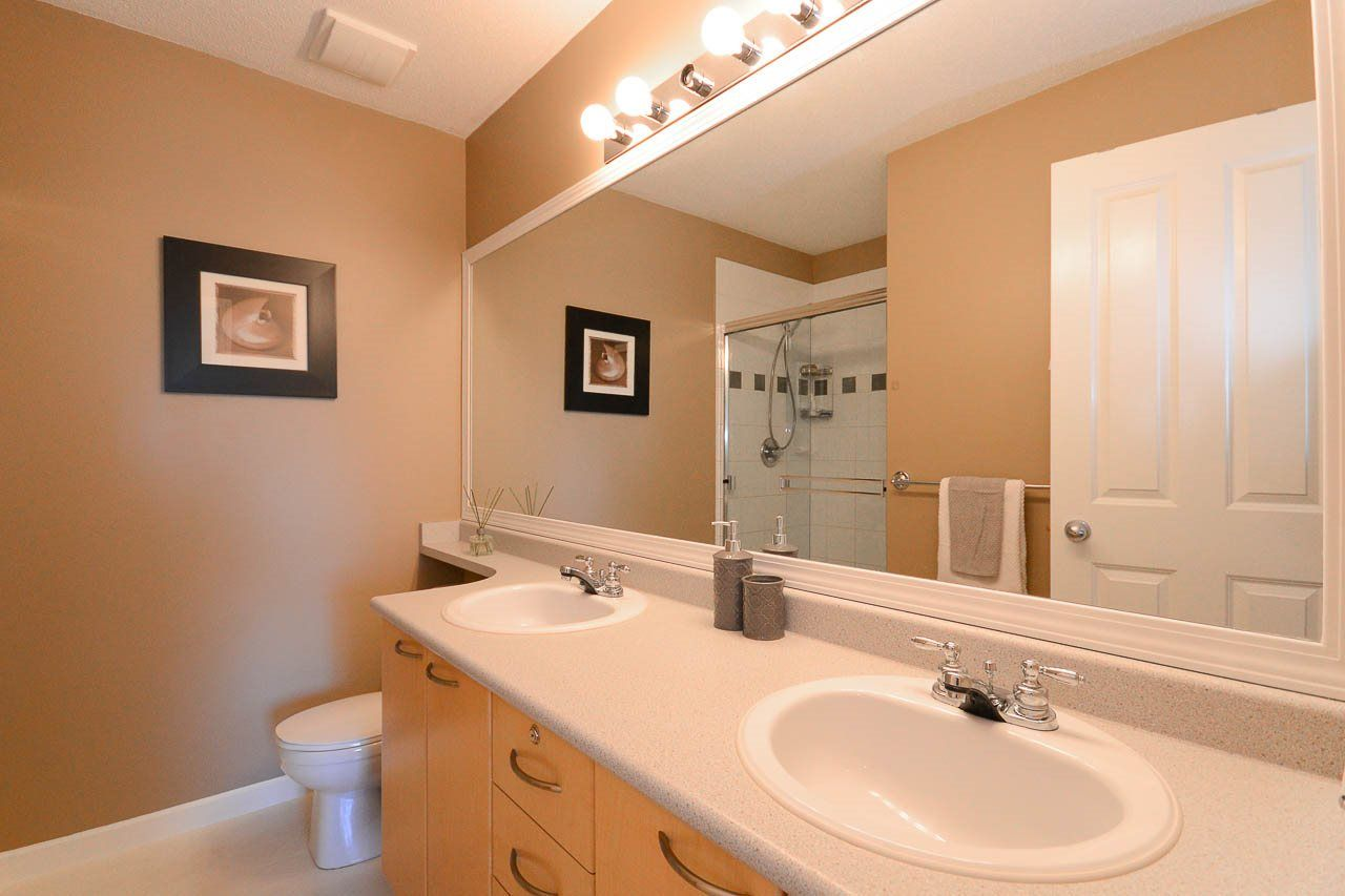 """Photo 8: Photos: 54 12778 66 Avenue in Surrey: West Newton Townhouse for sale in """"HATHAWAY VILLAGE"""" : MLS®# R2085021"""