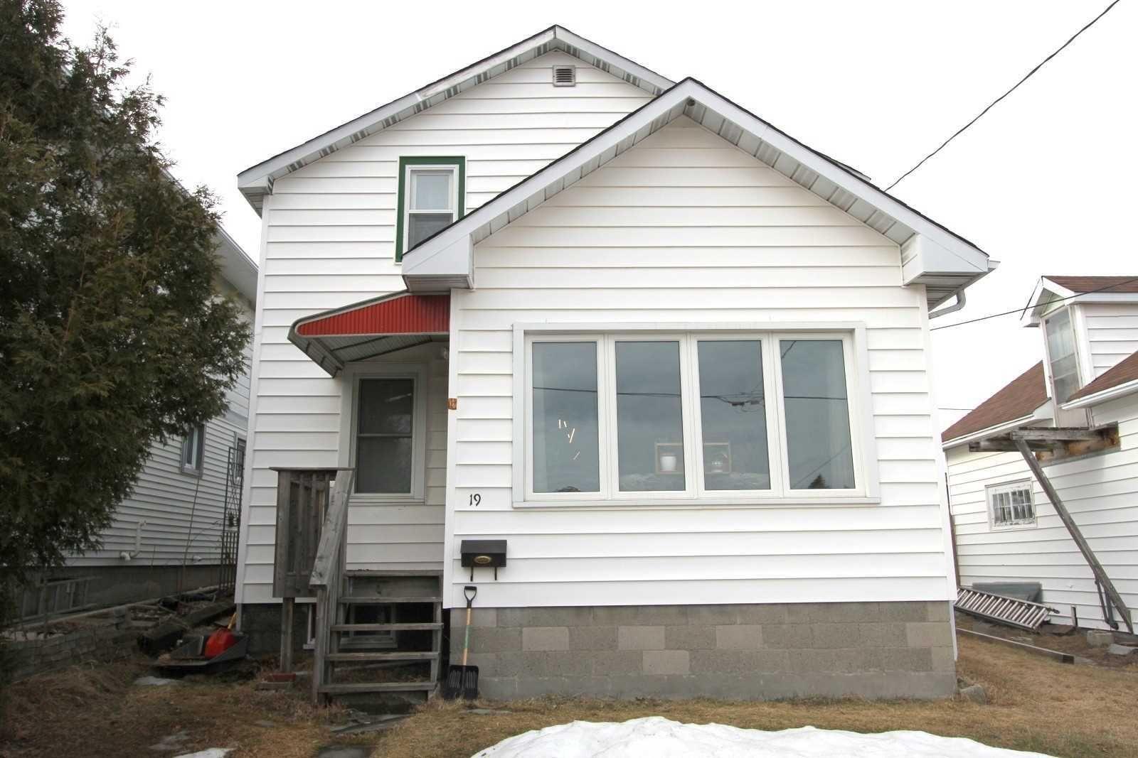 Main Photo: 19 Bulmer Avenue in Greater Sudbury: Sudbury House (2-Storey) for sale : MLS®# X5171129