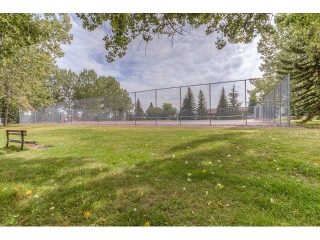Photo 2: Photos: 39 SHAWGLEN Place SW in CALGARY: Shawnessy Residential Detached Single Family for sale (Calgary)  : MLS®# C3633354