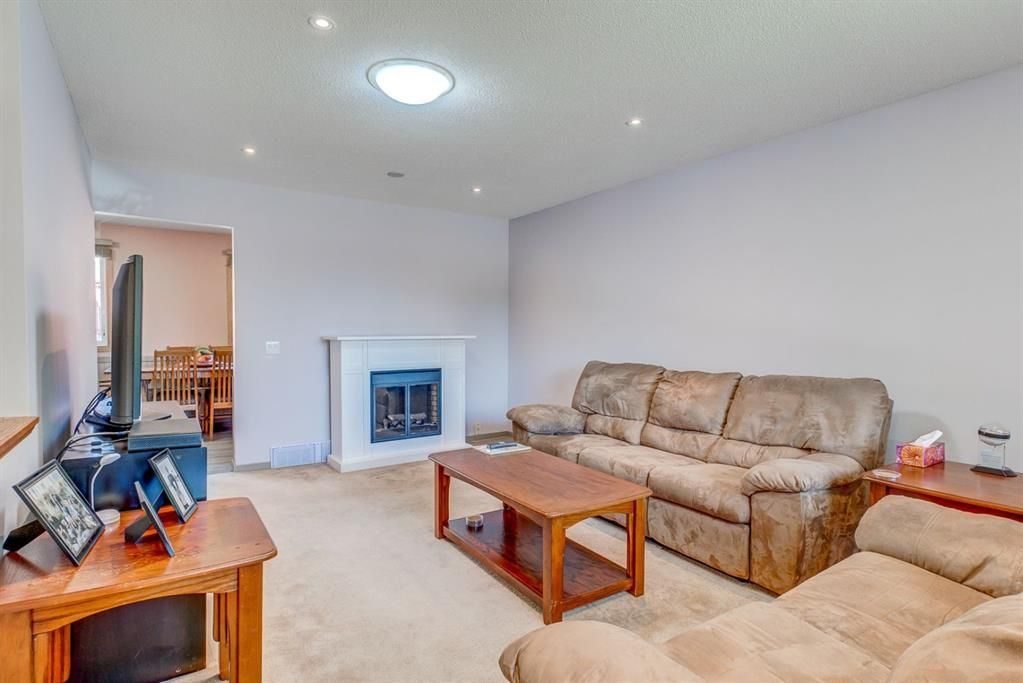 Photo 3: Photos: 499 Canterbury Drive SW in Calgary: Canyon Meadows Detached for sale : MLS®# A1107365
