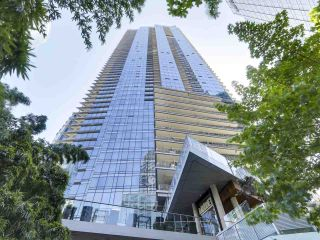 """Photo 2: 2506 1111 ALBERNI Street in Vancouver: West End VW Condo for sale in """"SHANGRI-LA"""" (Vancouver West)  : MLS®# R2525593"""