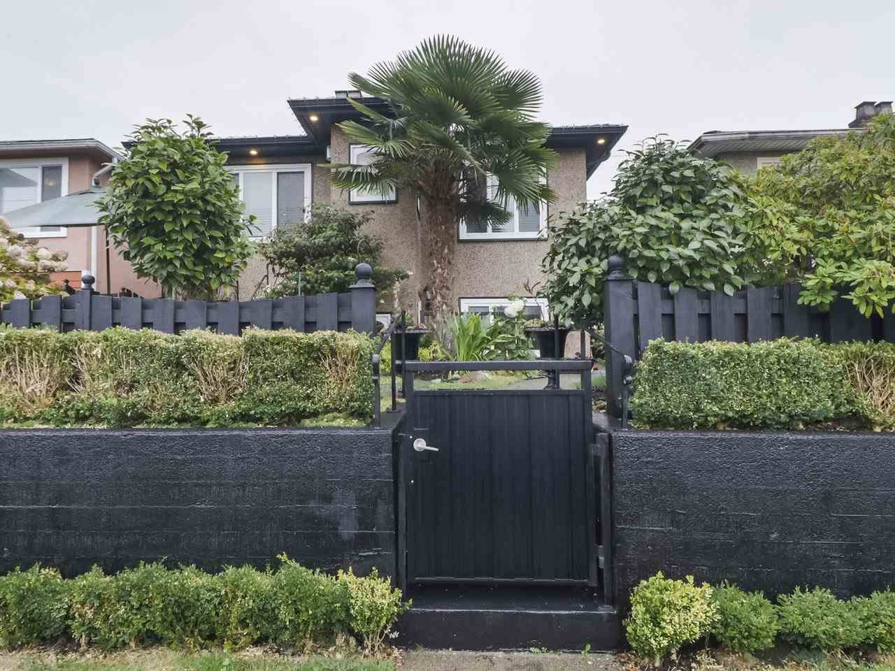 Main Photo: 4752 VICTORIA DRIVE in Vancouver: Victoria VE House for sale (Vancouver East)  : MLS®# R2406060