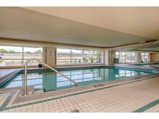 """Photo 19: 707 15111 RUSSELL Avenue: White Rock Condo for sale in """"PACIFIC TERRACE"""" (South Surrey White Rock)  : MLS®# R2074159"""