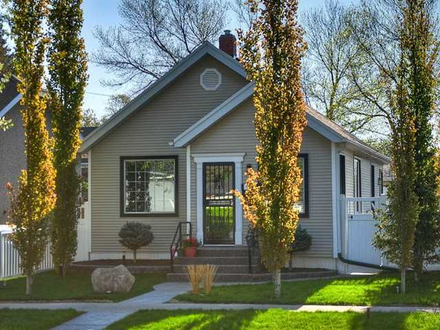 Main Photo: 912 2 Street NE in CALGARY: Crescent Heights Residential Detached Single Family for sale (Calgary)  : MLS®# C3582938