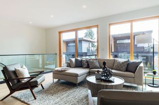 Photo 3: 847 E 15TH Street in North Vancouver: Boulevard House for sale : MLS®# R2439163