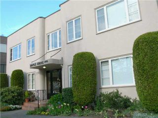 """Photo 1: 4 6344 EAST Boulevard in Vancouver: Kerrisdale Condo for sale in """"MAPLE GROVE APARTMENTS"""" (Vancouver West)  : MLS®# V829919"""