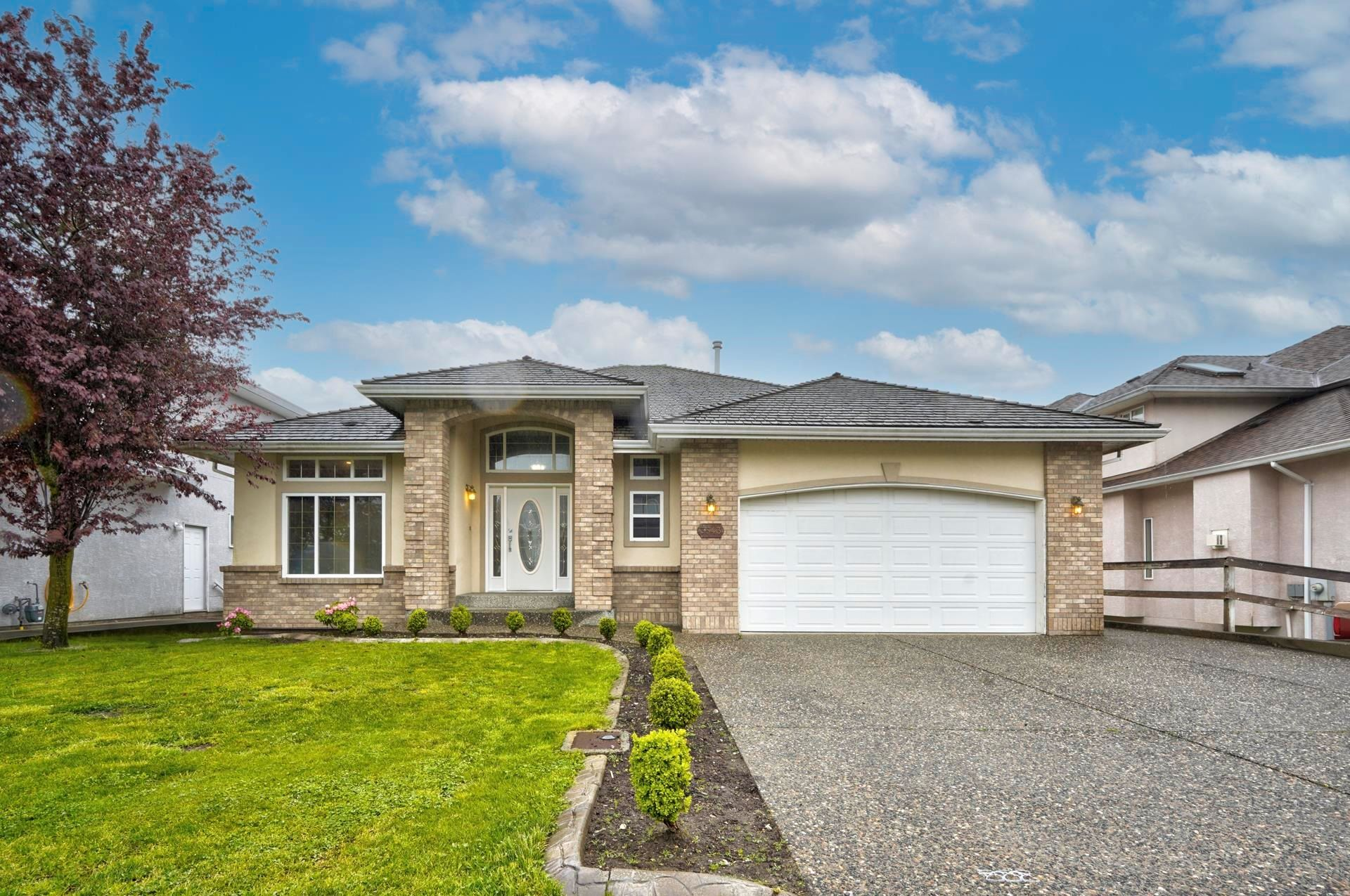 """Main Photo: 3543 SUMMIT Drive in Abbotsford: Abbotsford West House for sale in """"NORTH-WEST ABBOTSFORD"""" : MLS®# R2609252"""
