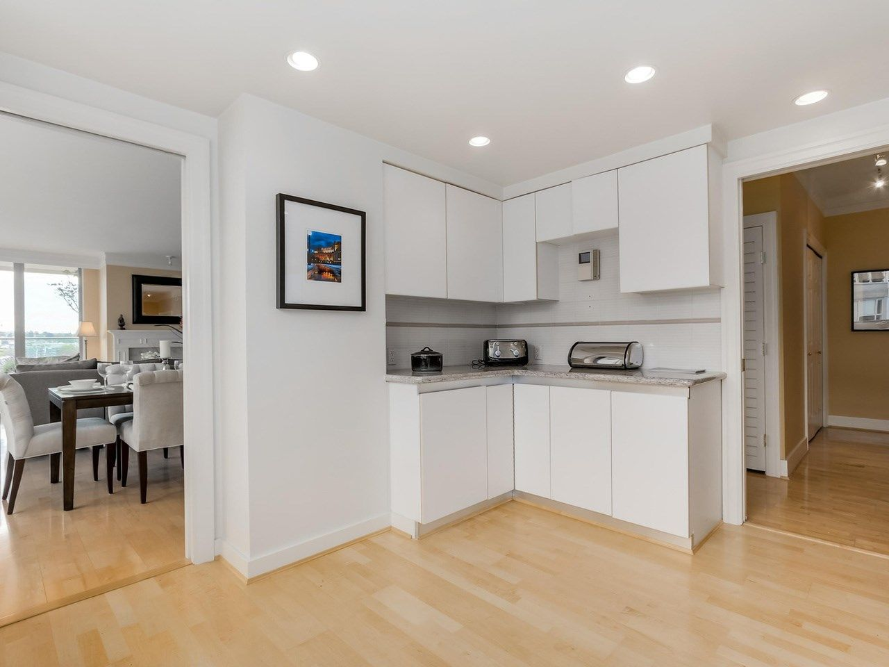"""Photo 13: Photos: 800 1675 HORNBY Street in Vancouver: Yaletown Condo for sale in """"SEAWALK SOUTH"""" (Vancouver West)  : MLS®# R2083569"""
