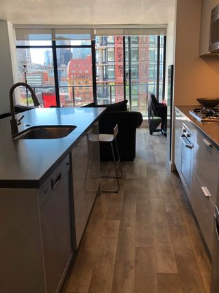 """Photo 14: 1406 108 W CORDOVA Street in Vancouver: Downtown VW Condo for sale in """"WOODWARDS W-32"""" (Vancouver West)  : MLS®# R2578411"""
