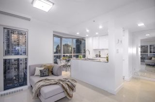 """Photo 2: 1907 1188 HOWE Street in Vancouver: Downtown VW Condo for sale in """"1188 Howe"""" (Vancouver West)  : MLS®# R2132666"""