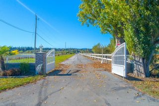 Photo 2: 7112 Puckle Rd in : CS Saanichton House for sale (Central Saanich)  : MLS®# 884304