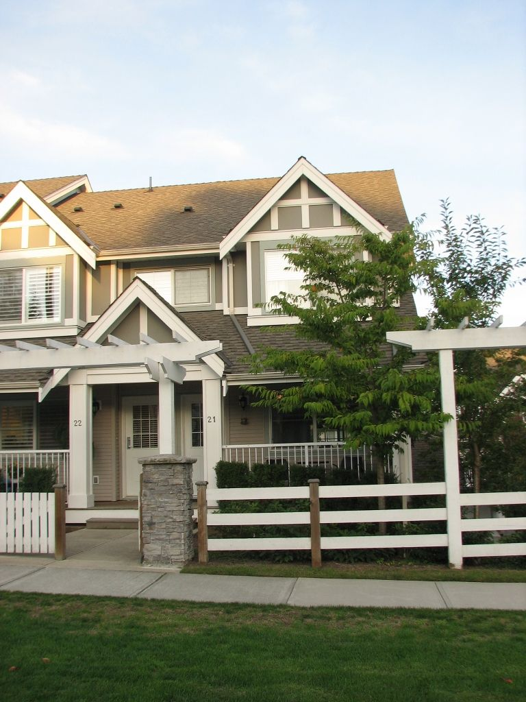 Main Photo: 21 6555 192A Street in Surrey: Clayton Townhouse for sale (Cloverdale)  : MLS®# F1025431