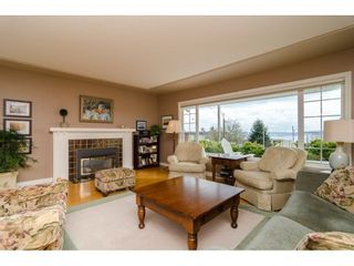 "Photo 4: 15789 CLIFF Avenue: White Rock House for sale in ""EAST BEACH HILLSIDE"" (South Surrey White Rock)  : MLS®# R2456817"
