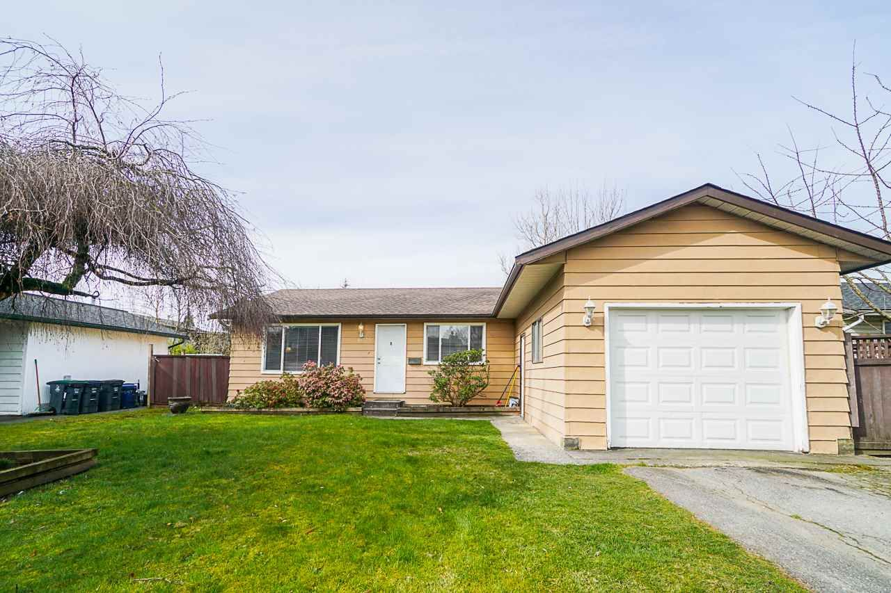 Main Photo: 6025 175A Avenue in Surrey: Cloverdale BC House for sale (Cloverdale)  : MLS®# R2552396