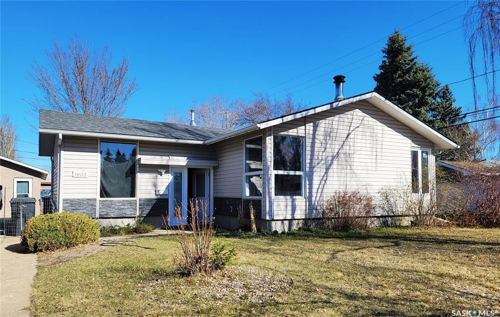 Main Photo: 1603 Cousins Drive in North Battleford: Maher Park Residential for sale : MLS®# SK852589