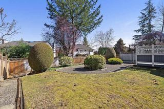 """Photo 19: 10128 158TH Street in Surrey: Guildford House for sale in """"Guildford"""" (North Surrey)  : MLS®# R2353122"""