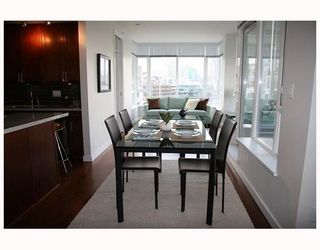 """Photo 7: 802 2055 YUKON Street in Vancouver: Mount Pleasant VW Condo for sale in """"MONTREUX"""" (Vancouver West)  : MLS®# V731923"""