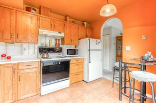 "Photo 7: 303 15035 THRIFT Avenue: White Rock Condo for sale in ""Grosvenor Court"" (South Surrey White Rock)  : MLS®# R2494043"