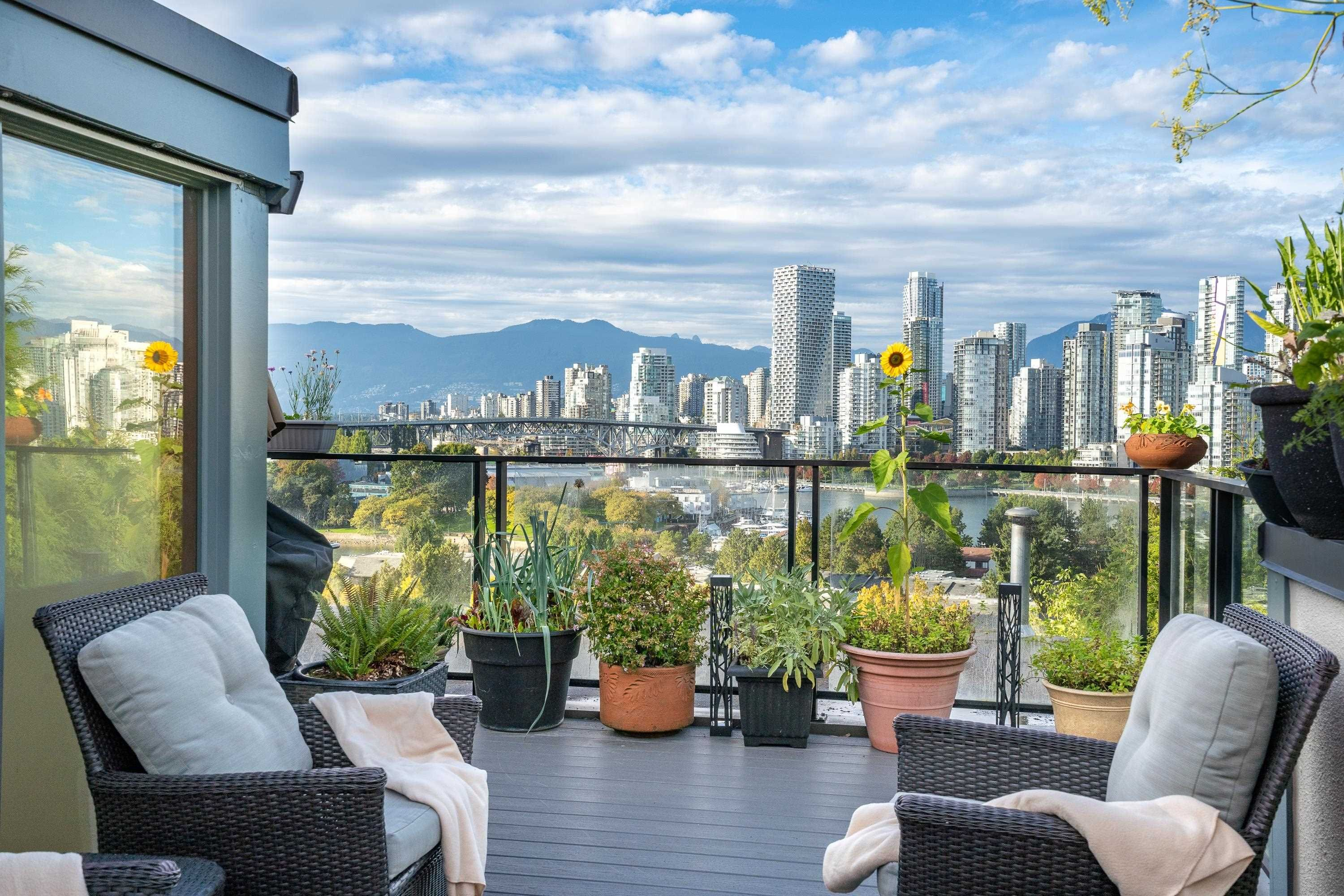 Main Photo: 1135 W 7TH Avenue in Vancouver: Fairview VW Townhouse for sale (Vancouver West)  : MLS®# R2625169
