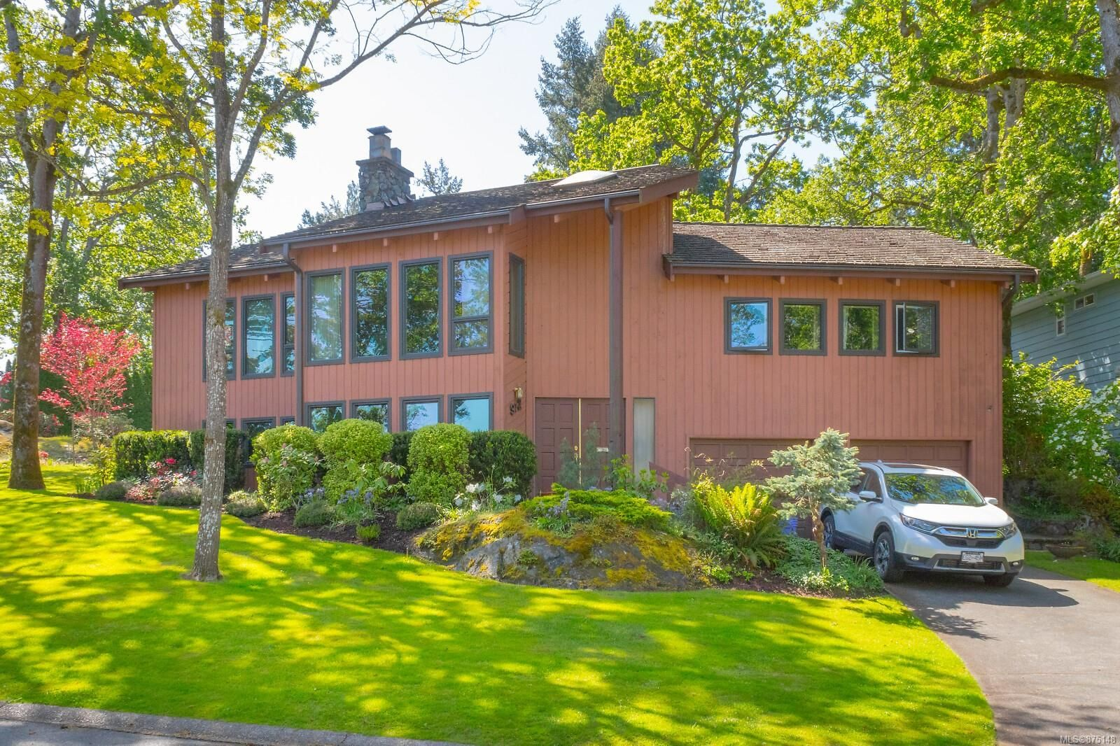 Main Photo: 912 Woodhall Dr in : SE High Quadra House for sale (Saanich East)  : MLS®# 875148