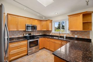 Photo 5: 1701 Mamich Cir in : SE Gordon Head House for sale (Saanich East)  : MLS®# 873121