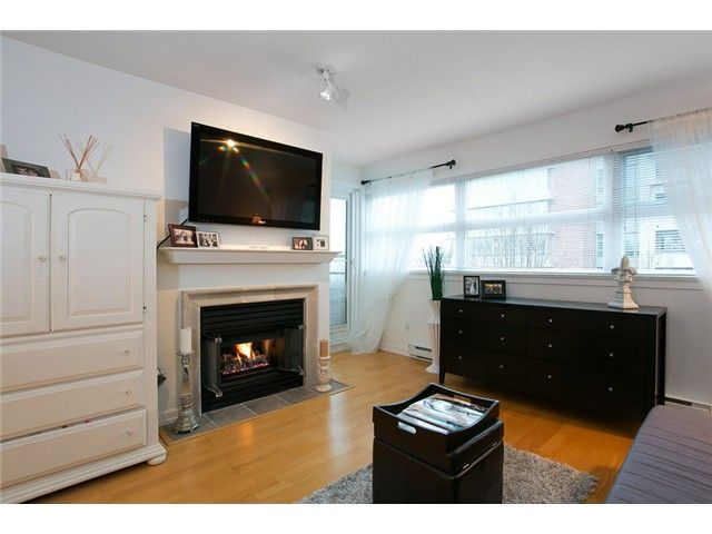 """Main Photo: 407 2181 W 12TH Avenue in Vancouver: Kitsilano Condo for sale in """"THE CARLINGS"""" (Vancouver West)  : MLS®# V987441"""