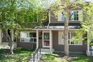 Photo 2: 332 Queenston Heights SE in Calgary: Queensland Row/Townhouse for sale : MLS®# A1114442
