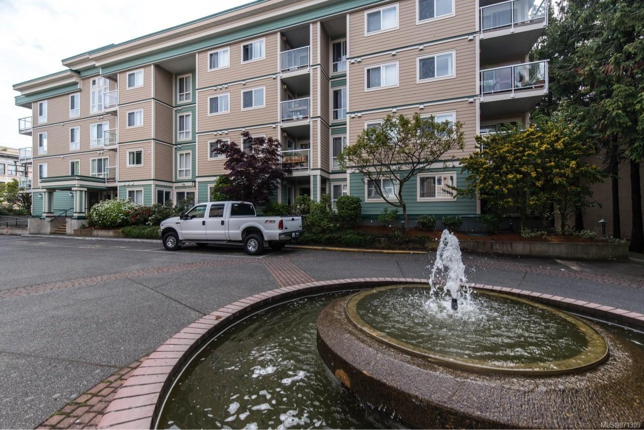 Main Photo: 210 689 Bay St in : Vi Downtown Condo for sale (Victoria)  : MLS®# 871309