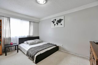 """Photo 11: 85 10760 GUILDFORD Drive in Surrey: Guildford Townhouse for sale in """"Guildford Close"""" (North Surrey)  : MLS®# R2222535"""