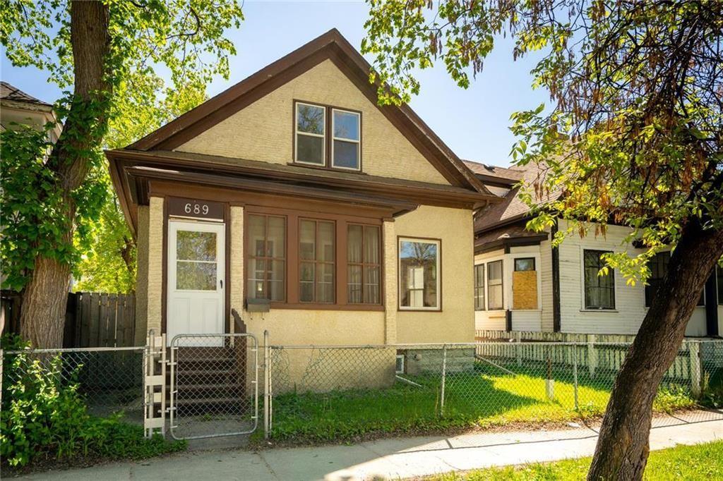 Main Photo: 689 Beverley Street in Winnipeg: West End Residential for sale (5A)  : MLS®# 202009556