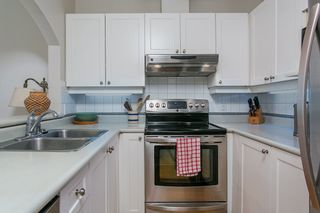 """Photo 7: 104 2588 ALDER Street in Vancouver: Fairview VW Condo for sale in """"BOLLERT PLACE"""" (Vancouver West)  : MLS®# R2158587"""