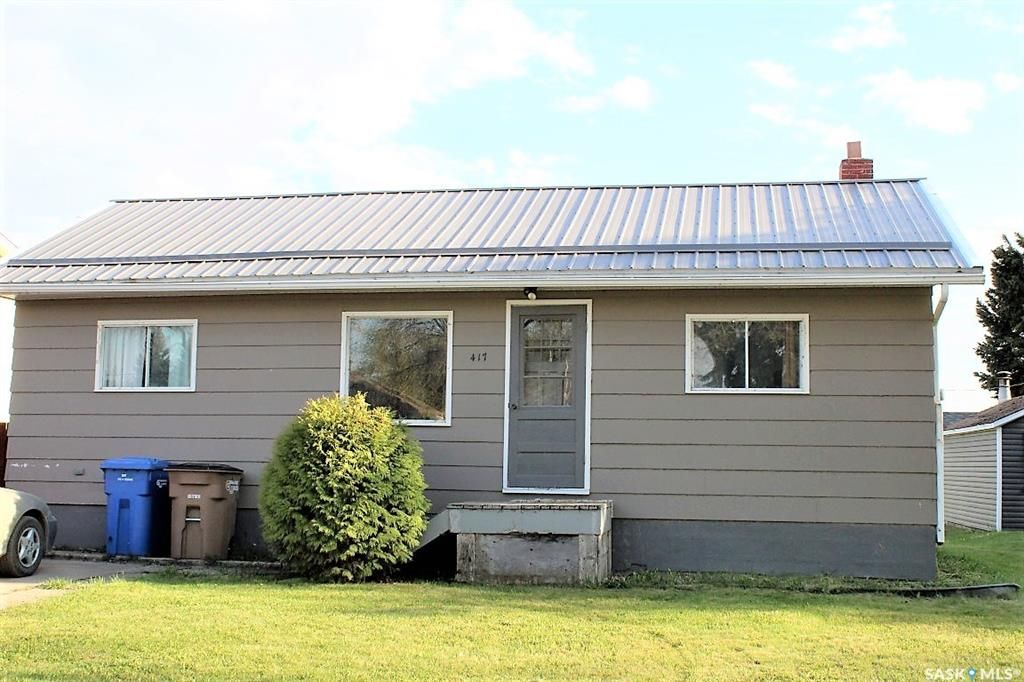Main Photo: 417 Burrows Avenue West in Melfort: Residential for sale : MLS®# SK810201