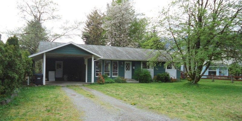 """Main Photo: 1006 ARBUTUS Drive in Squamish: Valleycliffe House for sale in """"VALLEYCLIFF"""" : MLS®# R2058204"""