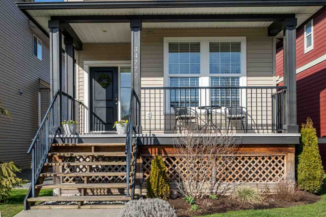 """Photo 2: Photos: 34777 1ST Avenue in Abbotsford: Poplar House for sale in """"Huntingdon Village"""" : MLS®# R2545017"""
