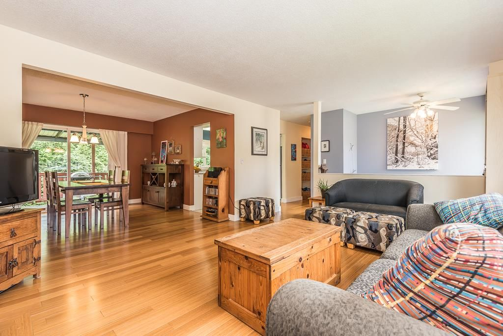 "Photo 4: 38132 HEMLOCK Avenue in Squamish: Valleycliffe House for sale in ""Valleycliffe"" : MLS(r) # R2179342"