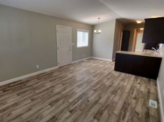 """Photo 7: 22 24330 FRASER Highway in Langley: Otter District Manufactured Home for sale in """"Langley Grove Estates"""" : MLS®# R2390196"""