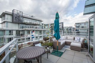 """Photo 2: 1201 88 W 1ST Avenue in Vancouver: False Creek Condo for sale in """"The One"""" (Vancouver West)  : MLS®# R2460479"""