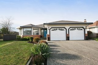 """Photo 1: 6135 185A Street in Surrey: Cloverdale BC House for sale in """"EAGLE CREST"""" (Cloverdale)  : MLS®# F1402366"""